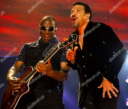 Lionel Richie (r) with original Commodores band mate Thomas McClary, left