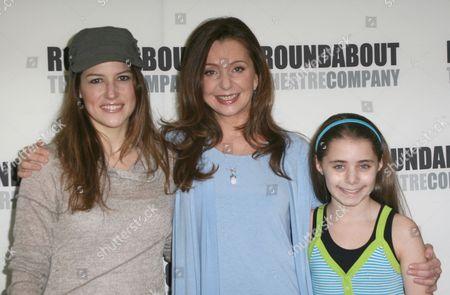 Nicole Parker, Donna Murphy, Rachel Resheff