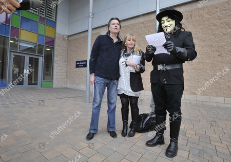 Publican Nick Hogan 43 With Wife Denise Is Released From HMP Forestbank Manchester By Members Of Pro Smoking Group 'forest'.- Pictured With Blogger Old Holborn.Wilkes- 10/3/10