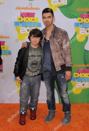 Joe Jonas and Frankie Jonas