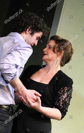 Paul Ready (Mark), Jo McInnes (Lisa)