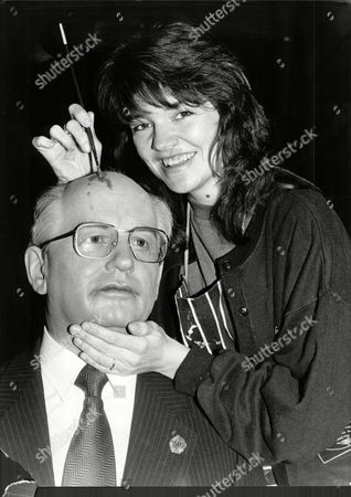 Waxwork Mikhail Gorbachev Shows Colouring Sue Cook As She Put's Final Touches At Madame Tussauds In London - 1990