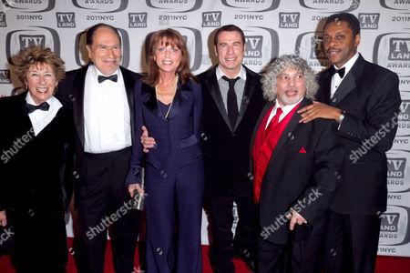 Cast of Welcome Back Kotter: Ellen Travolta, Gabe Kaplan, Marcia Strassman, John Travolta, Robert Hegyes, Lawrence Hilton-Jacobs