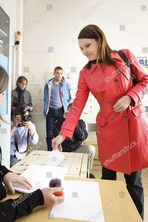 Prime Minister and Chairman of Centre Party Mari Kiviniemi casts her vote