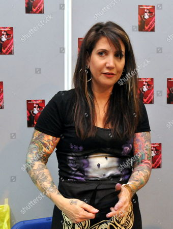 Tattoo artist Hannah Aitchison