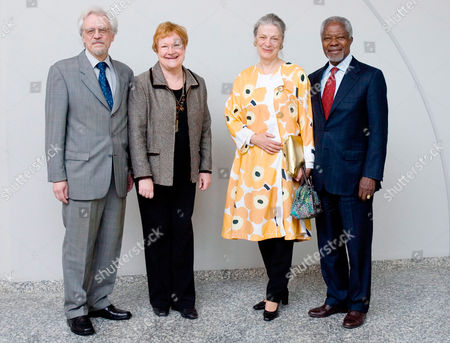 Finnish President Tarja Halonen and Doctor Pentti Arajarvi welcome former U.N. Secretary-General Kofi Annan and his wife Nane