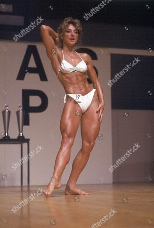 Kike Elomaa in a Bodybuilding Competition