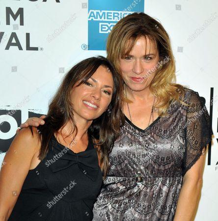 Susanna Hoffs and Debbi Peterson