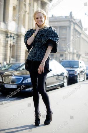 Stephanie La Cava weasring a blouse with large puffed sleeves. Paris Fashion Week.