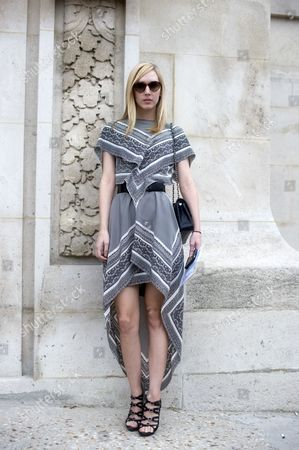 Jane Keltner De Valle, News Editor Of Teen Vogue wearing an asymetrical handkerchief dress with grey tones.