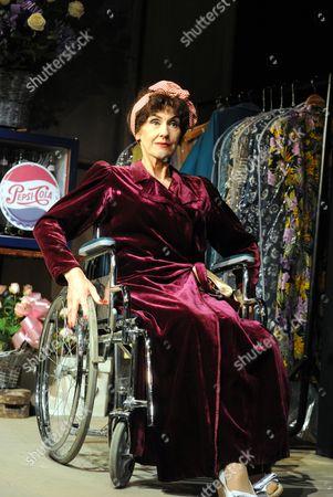 Anita Dobson (Joan Crawford)