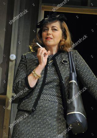 Greta Scacchi (Bette Davis)