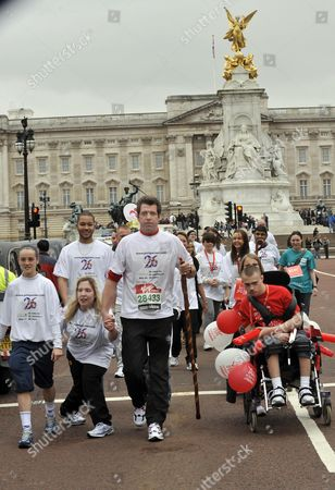 Former Soldier Phil Packer Who Was Badly Injured In Finishes The London Marathon After 24hrs Raising Moniey For 26 Different Charities. Photograph By Glenn Copus