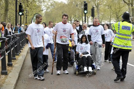 Former Soldier Phil Packer Who Was Badly Injured Iraq 2008 Finishes The London Marathon After 24hrs Raising Moniey For 26 Different Charities.