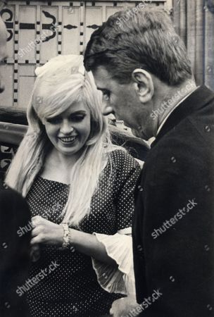 Jayne Mansfield Tour Of Britain 1967. Jayne And Her New Escort Alan Wells 34 Owner Of The Webbington Club Near Weston-super-mare Where Jayne Appeared In Cabaret. Seen Here At Leeds Jail Yorkshire Where Jayne Visited Prisoners Before Contiuing Her Club Tour.