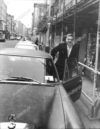 Reginald Bosanquet Former Itn Newsreader Leaving Bow Street Court Where He Faced A Drunk And Disorderly Charge.