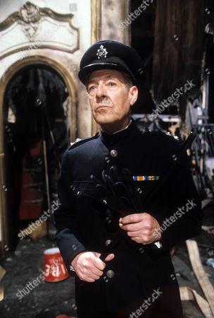 Robin Bailey as Police Inspector