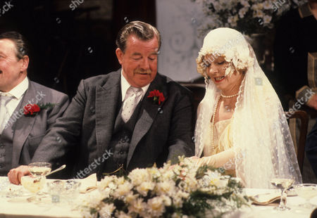 John Comer as Herbert Dulver and Vivienne Martin as Elsie Longstaff