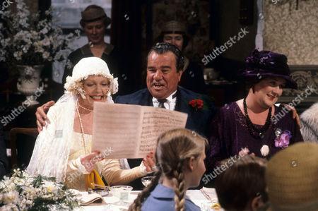 Vivienne Martin as Elsie Longstaff, John Blythe as Joe Brundit and Jo Kendall as Mrs Joe