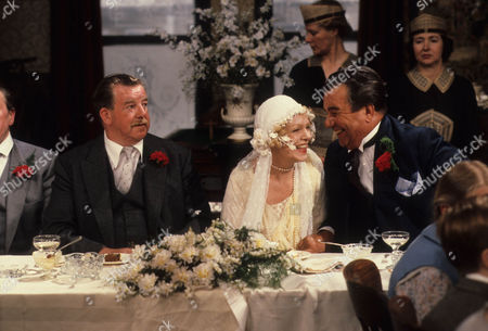 John Comer as Herbert Dulver, Vivienne Martin as Elsie Longstaff and John Blythe as Joe Brundit