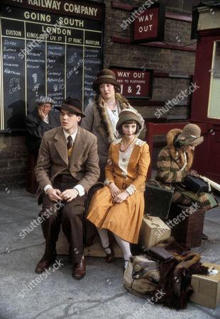 Simon Green as Jerry Jerningham, Jo Kendall as Mrs Joe and Jan Francis as Susie Dean