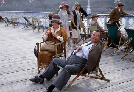 Jo Kendall as Mrs Joe and John Blythe as Joe Brundit