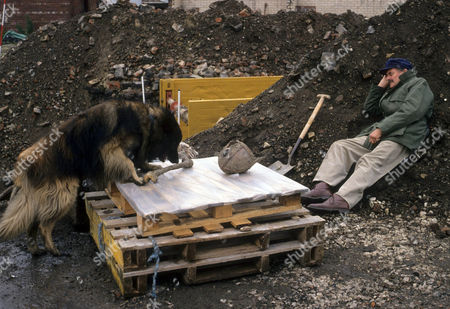 Dog with bone and Moray Watson as Sykes