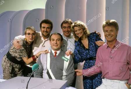 Sue Pollard, Tony Selby, Chris Emmett, Gillian Taylforth, Joe Brown and contestant Dennis