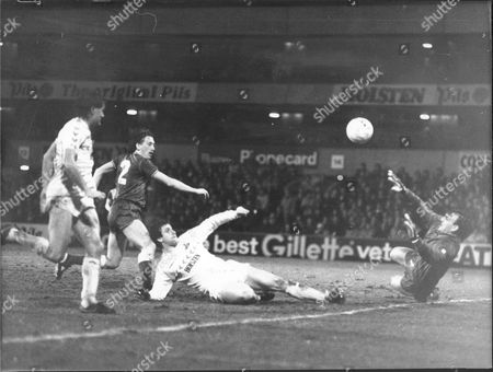 Football Fa Cup Matches 1986: Tottenham V Everton 1-2 Mark Falco Attempts To Slide The Ball Over Southall But It Is Thwarted.