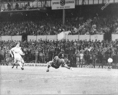 Football Super Cupmatches 1985: Tottenham V Southampton 2-1 Mark Falco Scores Tottenham's 2nd Goal Past Peter Shilton.