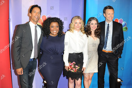 Danny Pudi and Yvette Nicole Brown and Gillian Jacobs and Alison Brie and Joel McHale