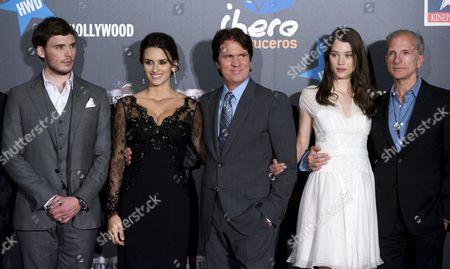 Stock Photo of Samuel Claflin, Penelope Cruz, Rob Marshall and Astrid Berges-Frisbey