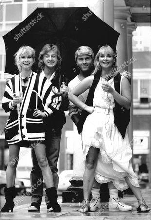 Buzz Fizz (l-r) Mike Nolan Shelly Preston Cheryl Baker & Bobby Gee. 1985