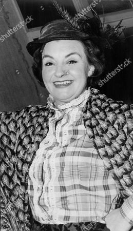 Actress Avis Bunnage Starring In 'the Marie Lloyd Story' At The Joan Littlewood's Theatre Royal In Stratford.
