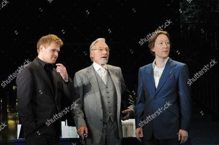 Richard Riddell (Bassanio), Sir Patrick Stewart (Shylock), Scott Handy (Antonio)