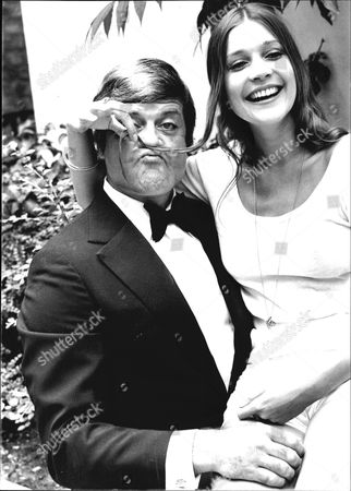 Judy Buxton With Oliver Reed During Filming Of 'the Big Sleep'.