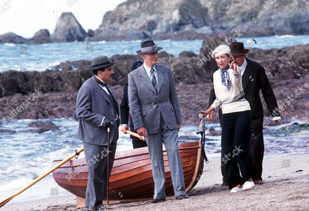 Rosamund Darnley (Marsha Fitzalan) Shows Poirot (David Suchet) and Captain Hastings (Hugh Fraser) what she saw from the cliff top.