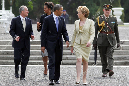 Dr Martin McAleese, First Lady Michelle Obama, US President Barack Obama and President of Ireland Mary McAleese at Aras an Uachtarain, Dublin