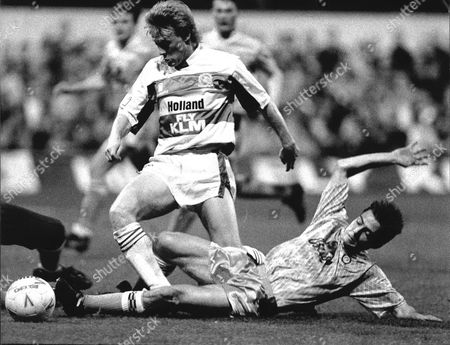 Football Fa Cup Match 1990 Qpr V Blackpool (queens Park Rangers V Blackpool) Simon Barker In Action