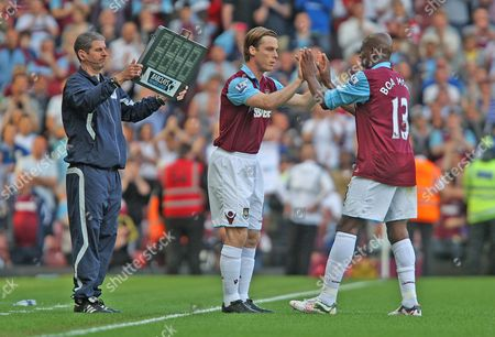 Scott Parker of West Ham replaces Luis Boa Morte for what potentially be his last game at the club
