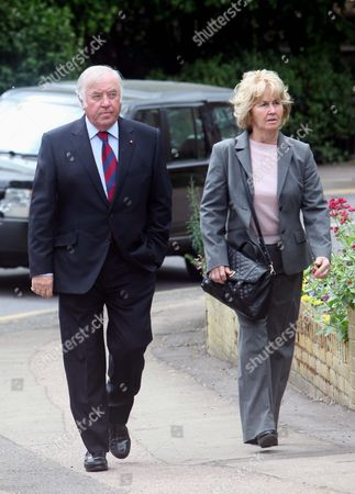 Jimmy Tarbuck and wife