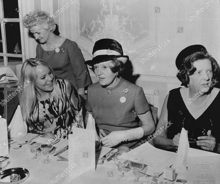 Women Of The Year Lunch At The Savoy. Barbara Mullen Ann Mallalieu Odette And Lady Chichester.