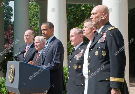 Tom Donilon, National Security Advisor, Secretary of Defense Robert Gates, Barack Obama, Army General Martin Dempsey, Admiral James Winnefeld, Army General Ray Odierno.