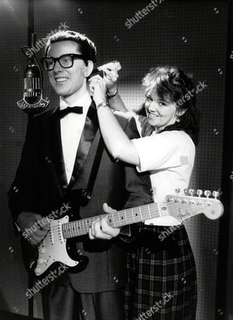Sue Cook Hairdresser With Buddy Holly At Madame Tussaud's In London - 1989
