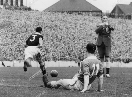Football International Games 1954-1955. Wales V Scotland. Player Roy Clarke Disagrees With Referee William Ling.