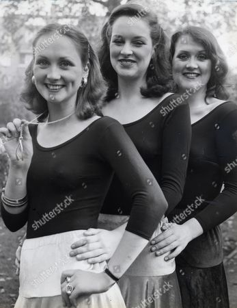 Byrne Sisters L-r Louise Byrne Ann Byrne Paula Byrne Singing Group