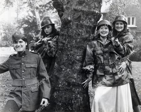 Byrne Sisters With Brother L-r Brother Brian Byrne With Ann Byrne Louise Byrne & Paula Byrne Sister Moira Was Absent.