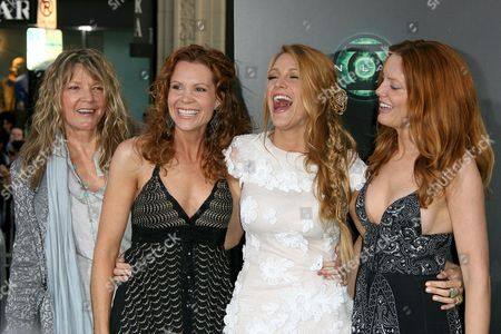 Blake Lively with sisters Robyn Lively and Lori Lively and their mother Elaine Lively
