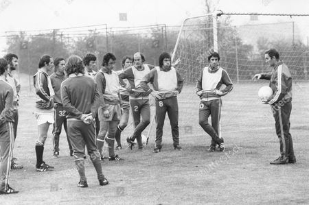 Queen's Park Rangers (qpr) Players Meet Their New Manager Dave Sexton At Their Ruislip Training Ground. Mick Leach John Beck Stan Bowles Frank Sibley Dave Clement David Webb Terry Mancini Tony Hazell And Frank Mclintoch