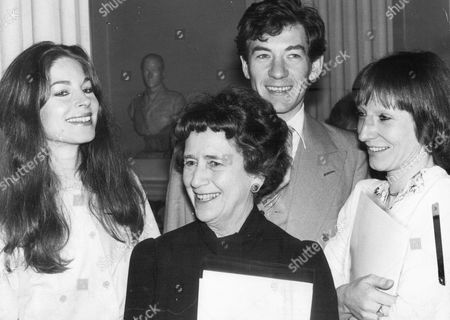 Dame Peggy Ashcroft With (l-r) Barbara Kellerman Sir Ian Mckellen And Charlotte Cornwell.